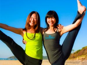 girls_doing_yoga