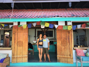 santosha yoga teacher training student in cafe nusa lembongan bali